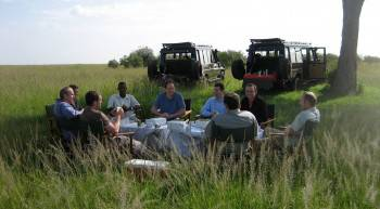 Safari Kenia & Beyond - Bush Breakfast Maasai mara